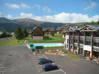2 bedroom Apartment in Super Besse, Auvergne-Rhone-Alpes, France : ref 5537336