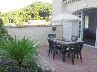 2 bedroom Apartment in La Madrague, Provence-Alpes-Côte d'Azur, France : ref 558