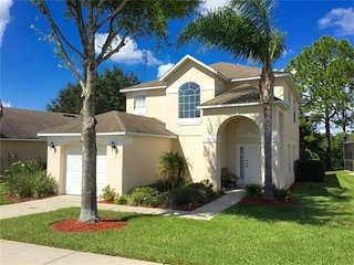 Superb 4 bed/3 bath villa with pool & Games Room on gated Golf Community!