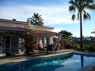 Casa Cynmar - Beautiful 3 Bedroom Pool Villa with Air Con