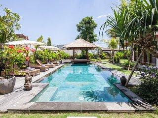 ❤️$105 Brand NEW CANGGU 3BR Private Pool Villa | Jacuzzi | Sundeck | 7min BEACH