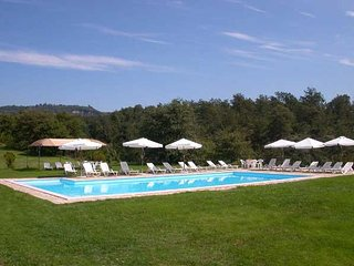 Apartments with pool on the Tuscany-Umbria border. Quiet area & panoramic views
