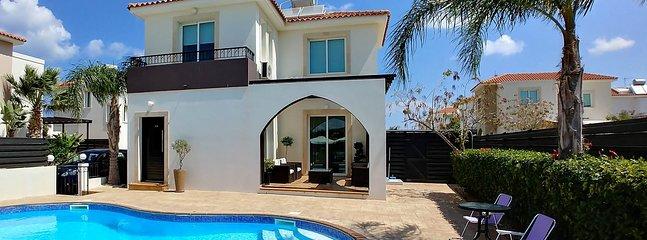 Welcome to Sunrise Villa in Pernera. Located on the popular Orestiada complex.