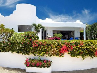 Beautiful Villa Paloma Blanca - 2 Bedrooms - HEATED POOL - JACUZZI