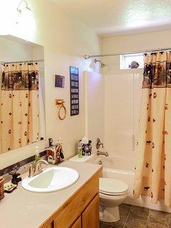 Cozy Mountain Home - Shared Bathroom Shower Tub