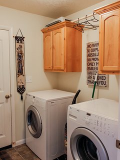 Cozy Mountain Home - Laundry Room Washer Dryer