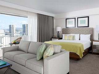 Ilikai Hotel and Luxury Suites - Luxury Mountain View