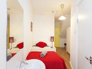 Camden BnB (Room Y)