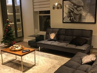 LUXURIOUS LARGE TOWNHOUSE PATIO BELL CENTER