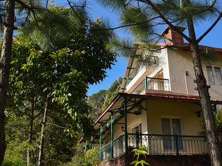 Expansive 4BR Hill Bungalow in Kasauli w/Cook & 4 Gardens