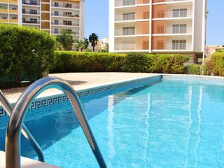 Beautiful 2 Bedroom Apartment w/ Swimming Pool! Portimão!