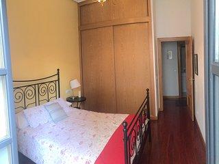 Apartamento en el casco antiguo.5 minutos del Ayuntamiento, Catedral, Fontan,...
