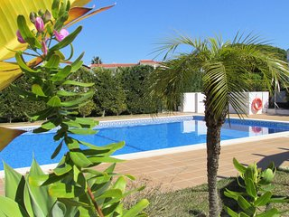 Nice townhouse, shared pool, 600 m from Gale beach