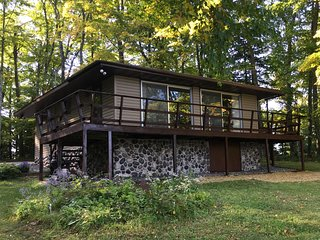 Eagle River WI lake cabin with boat, Free WIFI, Kid Friendly