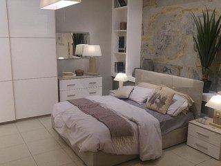 Appartamento appena rinnovato e arredato nuovo.
