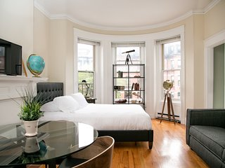 Sunny Studio in Back Bay by Sonder