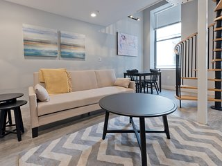 Split-Level 2BR in Downtown Crossing by Sonder