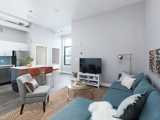 Sonder | The Conrad | Stunning 2BR + Laundry