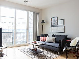 Sonder | Seaport District | Chic 1BR + Laundry