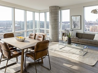 Sonder | Pierce Boston | Luxurious 3BR + City View