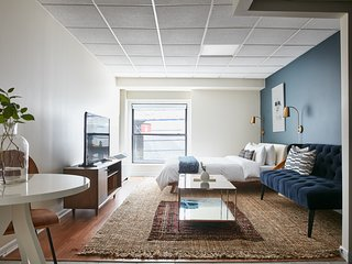 Bold Studio in Downtown Crossing by Sonder