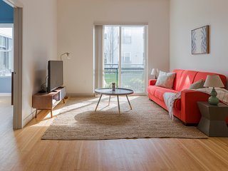 Sonder | Seaport District | Chic 2BR + Laundry