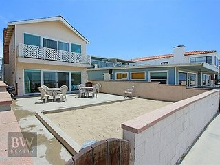 Best Oceanfront Deal in Newport! Fantastic Views, Huge Patio, & More! (68146)