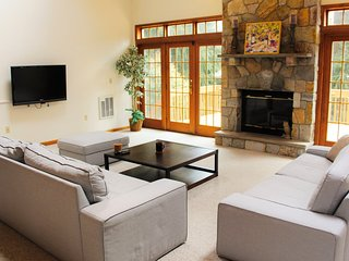 Rustic Meets Modern, Ideal Location in Poconos, Near Slopes, Lake, & Golf Course