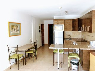 La Pinta beach- 200m, TERRACE, HEATED POOL, WiFi FREE