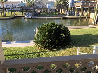 Jamaica Beach Waterfront Paradise close to Beach 2BR