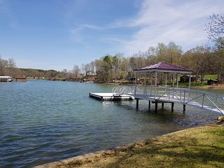 Waterfront Home W/ boat ramp, Couples Retreat, Family Vacations, Girls Getaway