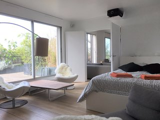 Apartment 1.3 km from the center of Paris with Internet, Lift, Parking, Terrace