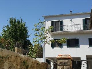 Appartamento 'Fiordaliso' al centro del paese ed a pochi passi dal lago
