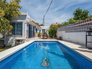 House a short walk away (252 m) from the 'Playa Del Cable' in Marbella with Inte