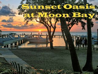 Premier Bay View Townhouse - Sunset Oasis at Moon Bay - Beautiful Sunsets
