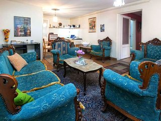 1.4 km from the center of Istanbul with Air conditioning, Parking, Washing machi