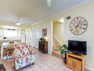 Oceanside family getaway with shared pool, hot tub, and easy beach access