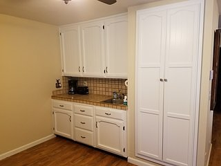 2 Country Two Bdrm Modern Apartment Near Kings Canyon and Sequoia National Parks
