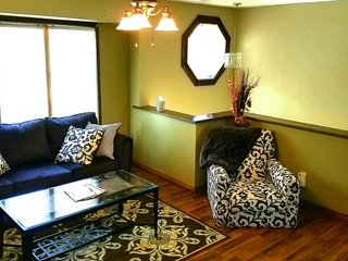 >>Hidden Gem~AMAZING LOCATION~Spacious, Cozy, Privacy~Kids/Pets Welcome<<