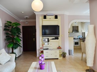 Alanya Apartment Sleeps 4 with Pool Air Con and Free WiFi - 5628219