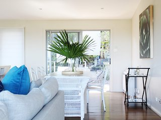 Hamptons By The Bay * Nelson Bay