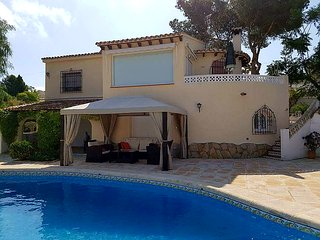 Top rated villa, lovely views. Air Con, UKTV, WiFi