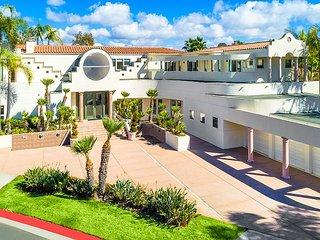 Stunning Mansion in La Jolla-Private Beach Access!
