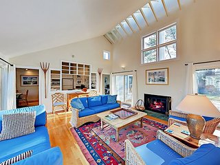 Promontory Point Village 3BR All-Suite Courtyard Villa w/Pool - Walk to Beach