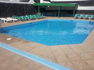 house of  palm. 2 minutes from the beach and the avenue.pool area
