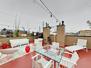 2BR Penthouse w/ Roof Deck & Steam Room - Near Venice Beach, Abbot Kinney