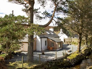 Bridge Cottage, Luib, cosy and charming cottage on the Isle of Skye