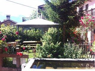 Casa con giardino in Valle d'Aosta circondata dal verde e ottimo relax