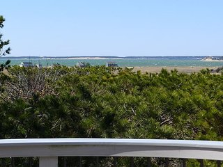 PANORAMIC VIEWS OF THE BAY ON THE OUTER CAPE!