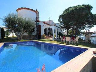 0051-TORDERA Casa al canal con piscina, jardín y amarre